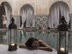 6-relaxing-bath-woman-hammam-malaga-trips