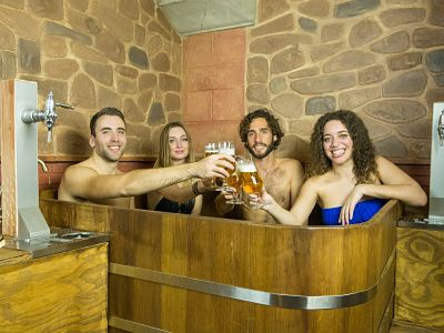 1-granada-groups-beer-spa-malagatrips