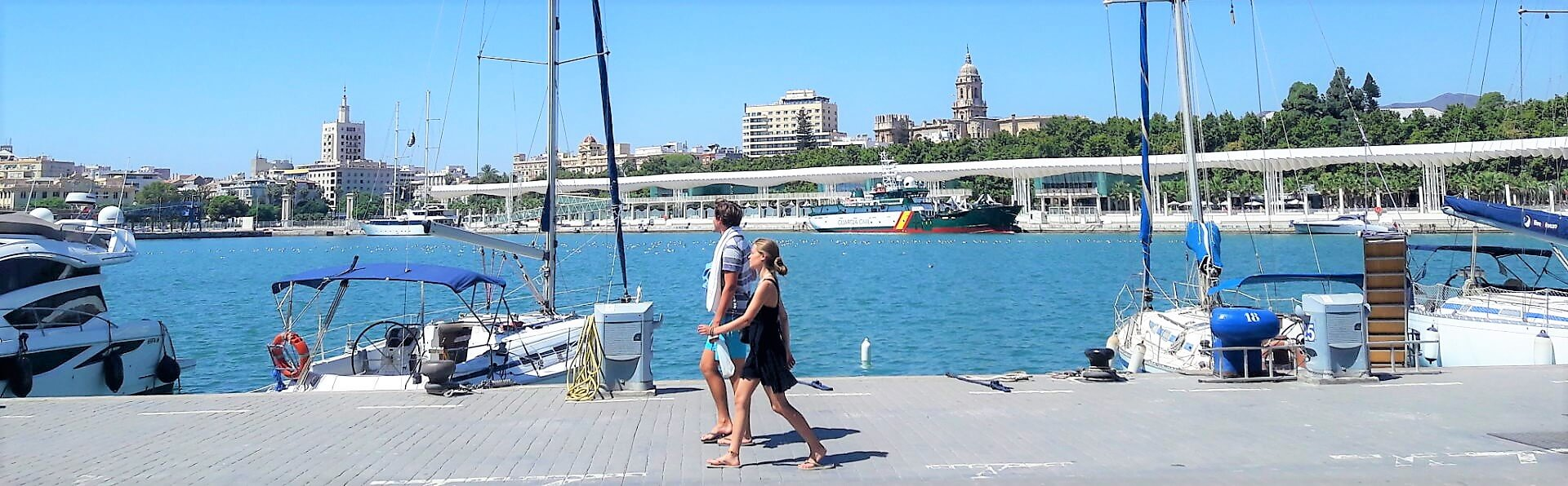 Couple at Muelle Uno